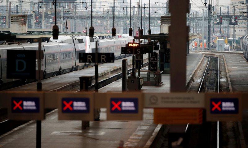 Transporti publik/ Vazhdojnë protestat në Francë, lehtësira
