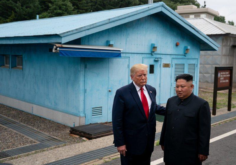 Koreja e Veriut i përgjigjet Trump: Njeri i paqëndrueshëm dhe i