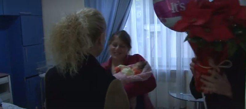 VIDEO/ Lindi pak ditë pas tërmetit, Ajsel akomodohet bashkë me