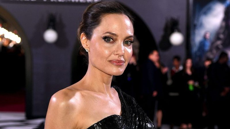 Angelina Jolie jep 1 milionë dollarë për COVID-19 por jo për