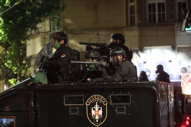 Shtetrrethimi shkakton kaos në Beograd/ Protestuesit hyjnë në