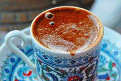 Sekretet e përgatitjes së kafesë turke me shijen perfekte