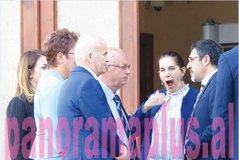 Del foto e rrallë e Mirela Kumbaros, vete e pagjumë në Parlament