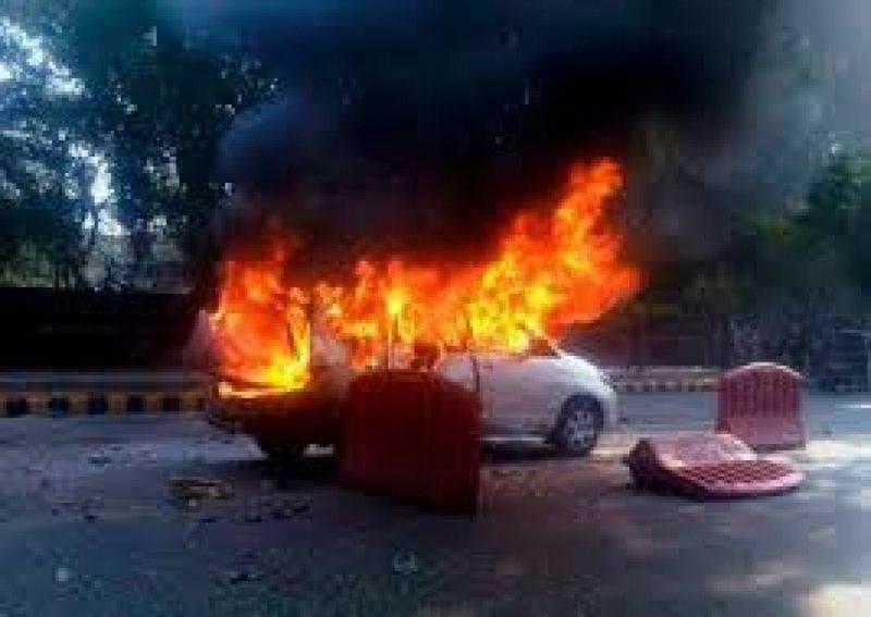 Oficerit të Krimeve në Shkodër i djegin makinën, policia
