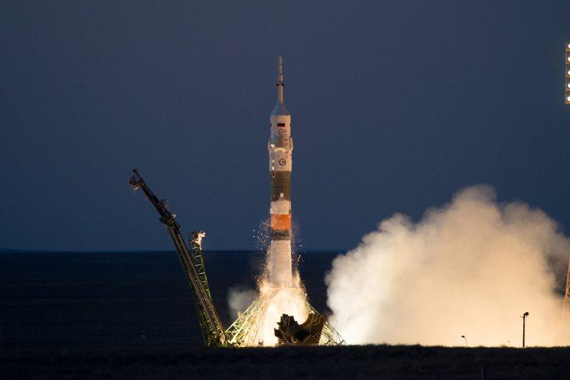 Astronautët shpëtojnë nga raketa defektoze Sojuz