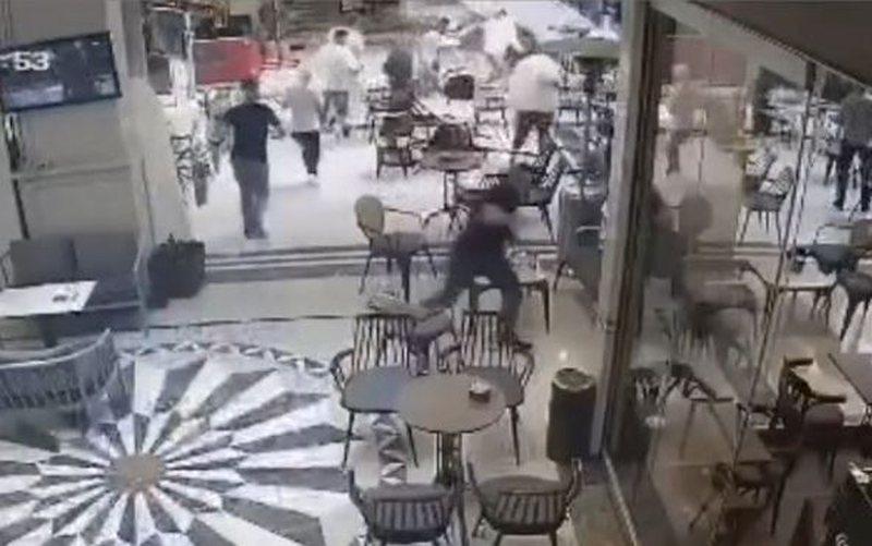 Të çoroditur nga tërmeti, qytetarët vrapojnë të