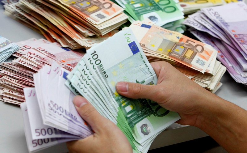 Dështon strategjia e Gent Sejkos, euro fillon sërish rënien,