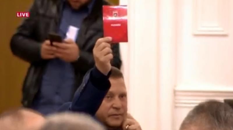 E rrallë/ Një votë kundër në Asamble, kush e ngriti