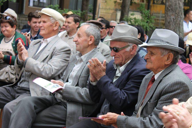 Kuvendi kërkon shpërblim për pensionistët për festat e