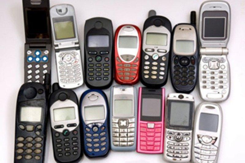 Rikthehen në modë celularët e vjetër, shitje të bujshme
