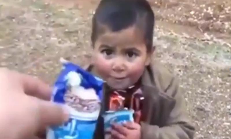 Ushtari turk i dha çokollatat që i kishte për vete, veprimi i