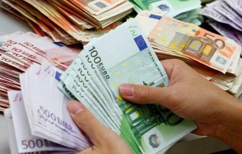 Rinis sërish rënia e Euros/ BSH bleu 118 milionë euro, kredi