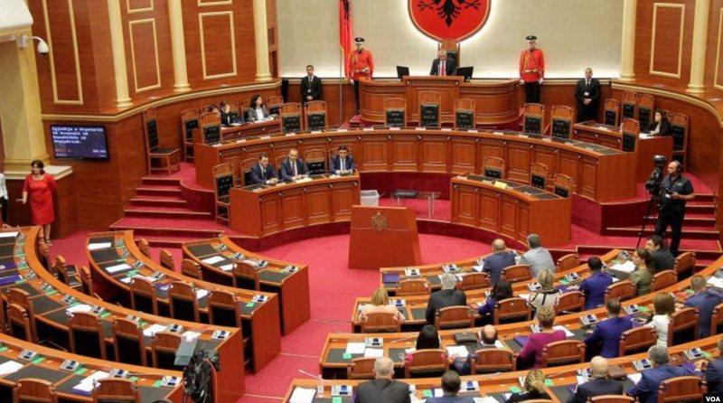 Kuvendi miratoi dy PPP-të, Zëri i Amerikës rendit pikëpyetje