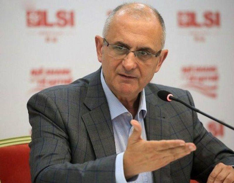 Petrit Vasili i sulmon ashpër: Nuk i dëgjoj apelet e