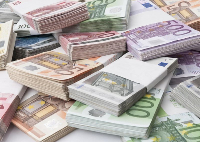 """""""Varfërohen"""" shqiptarët e pasur, ja ku i çojnë"""