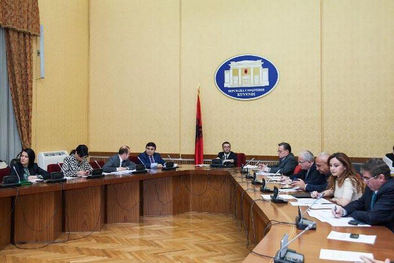 Qeveria ligj të ri për pronat, shtyhet me 6 muaj afati për