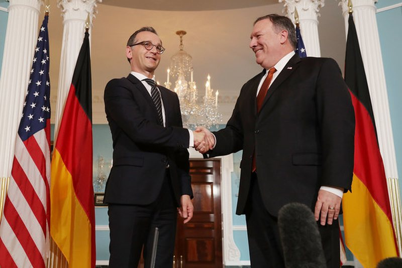 Pompeo reagon pas deklaratave të Macron: NATO të ndryshojë,
