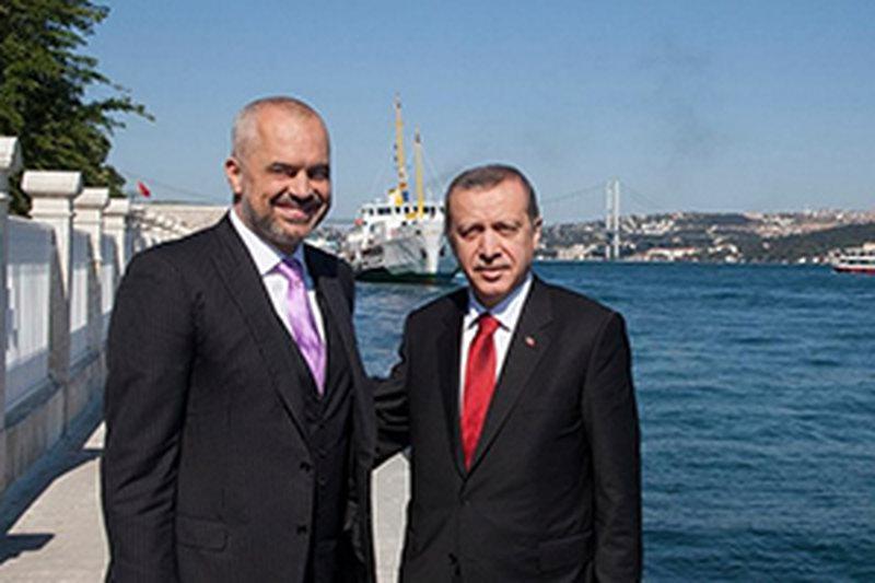Kupola e ushtrisë shqiptare zbarkon për trajnim në Turqi,
