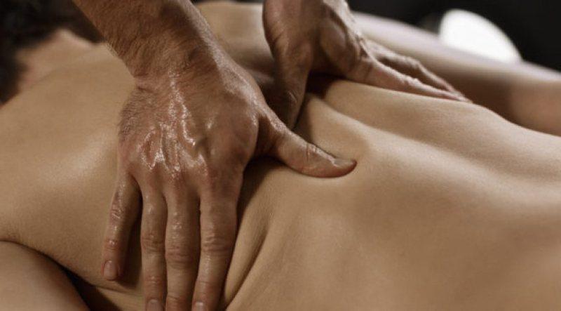 Arsyet pse një mashkull duhet t'i bëjë masazh partneres
