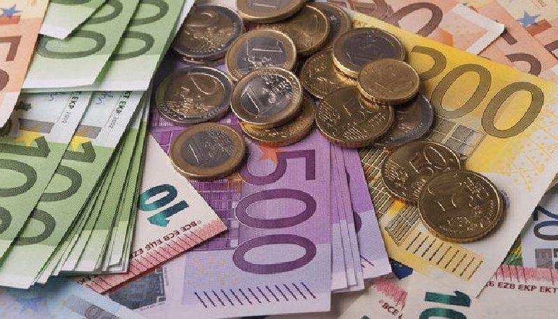Bie sërish monedha e Eurozonës, ja me sa u këmbye sot euro
