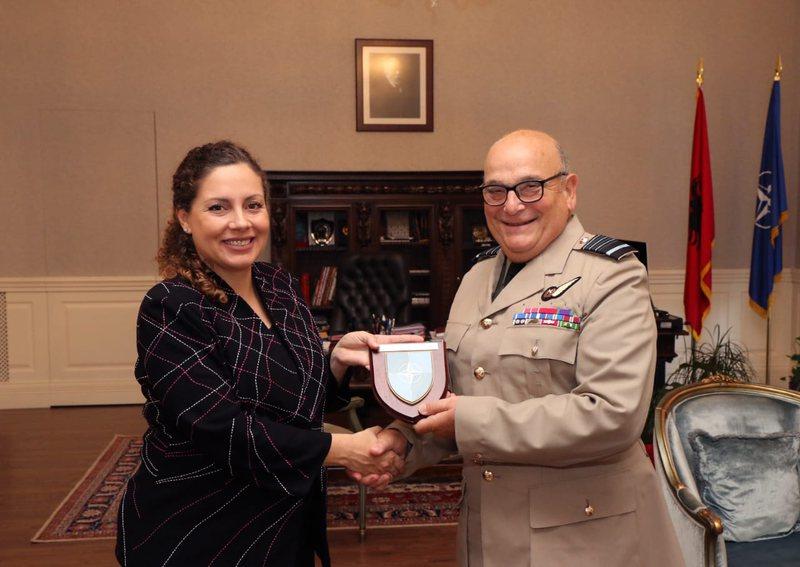 Ministrja Xhaçka takim me zyrtarin e lartë të NATO-s, diskutime