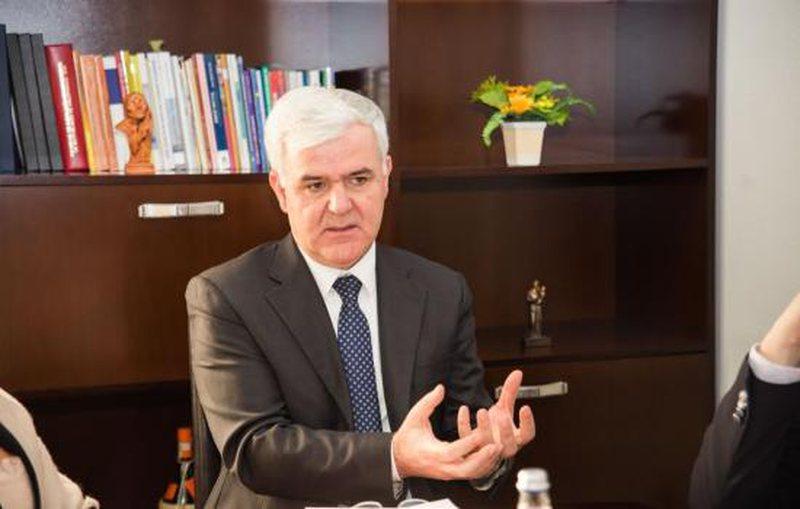 Fatmir Xhafaj: Grupe brenda dhe jashtë vendit po tentojnë