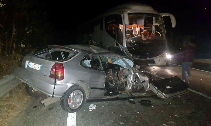 Makina përplaset me autobusin e nxënësve në Elbasan,