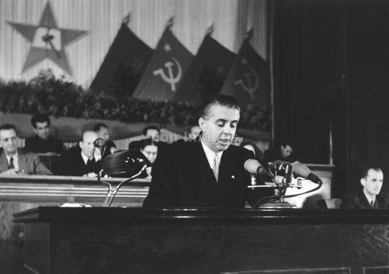 Zbardhen letërkëmbimet, ja si Enver Hoxha sulmonte amerikanët