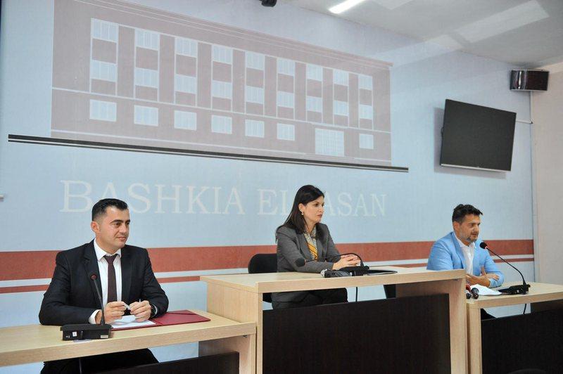 Ministrja Gjonaj përuron qendrën e Shërbimeve Juridike