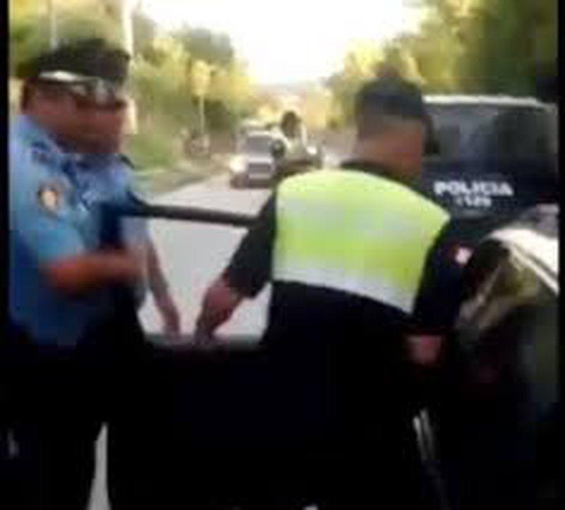 Plas keq në Gramsh, dy të rinj i zënë pritë policit