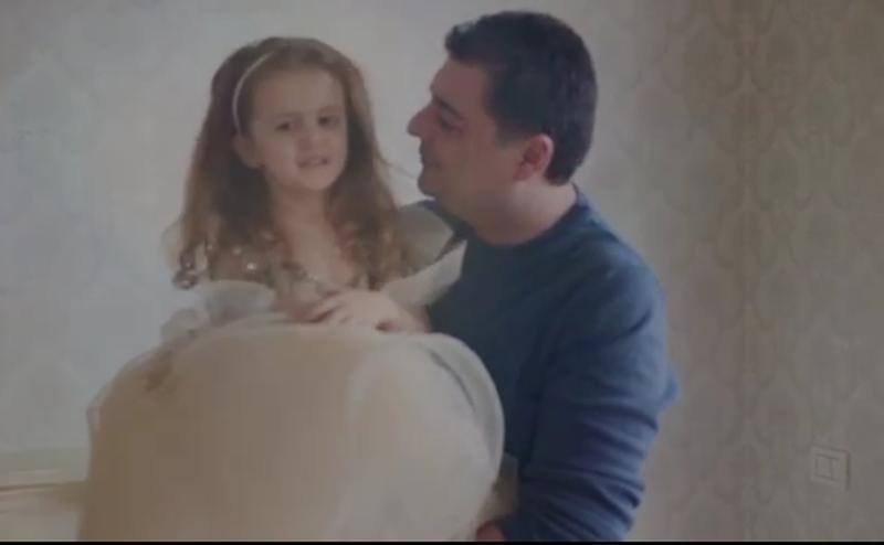 Rezarta Shkurta publikon videon pas lirimit të Ermal Hoxhës: Familja