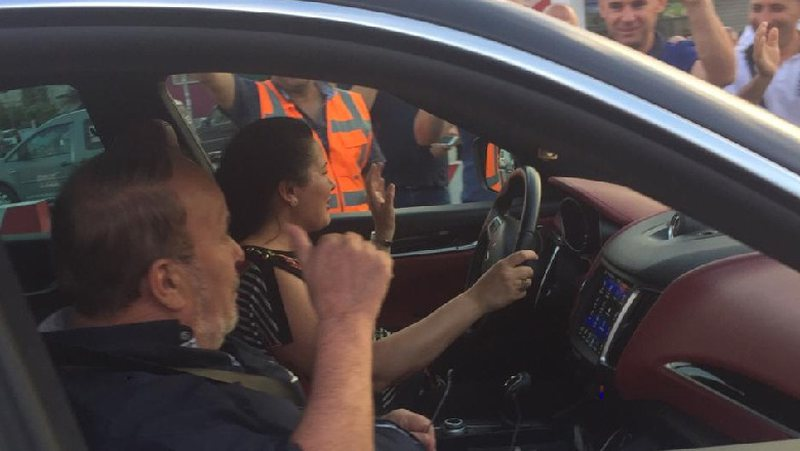 Shfaqet ish kryeministri Fatos Nano, shikoni gjestin e veçantë