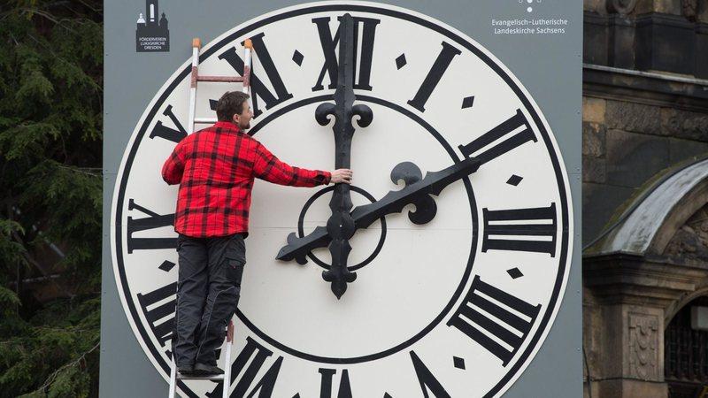 Ora dimërore, kjo është data kur akrepat do kthehen 60 minuta