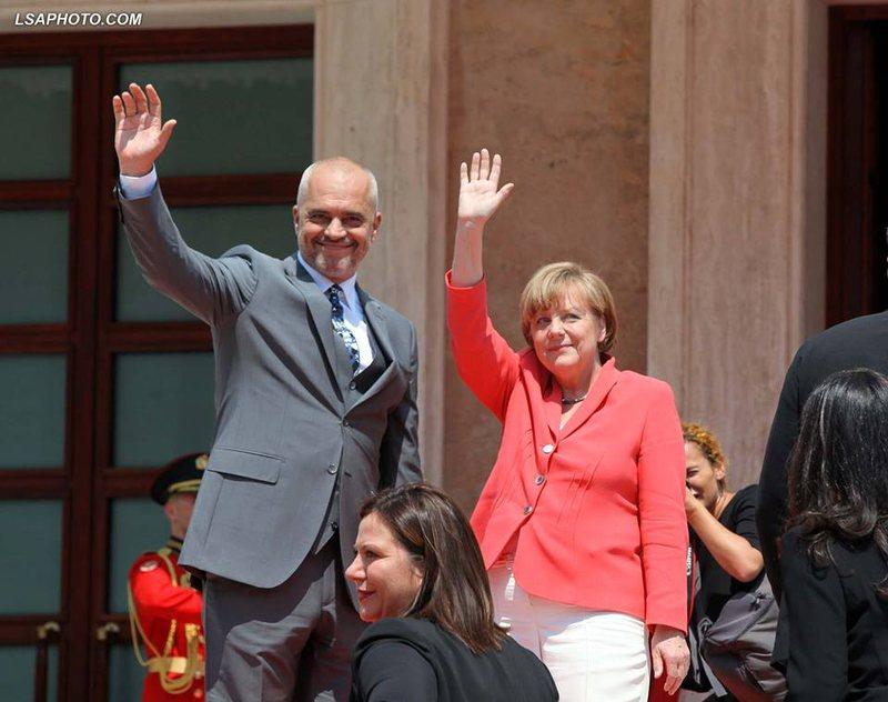 Merkel dhe delegacioni i saj qeshin me batutat e Ramës: Kur Gjermania