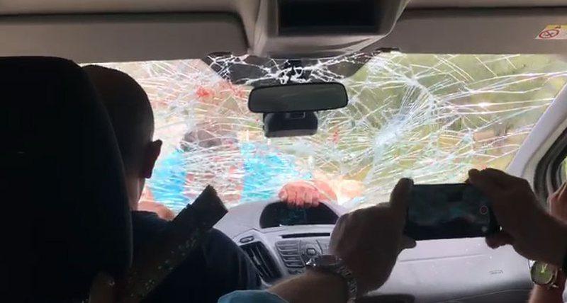 FOTOT+ VIDEO/ 3 km rrugë mbi makinën në lëvizje duke thyer