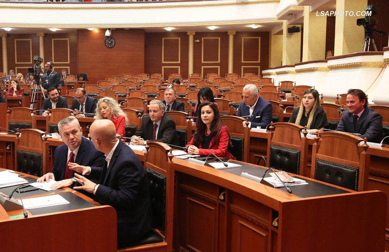 Në 'kulmin' e përplasjeve në politikën shqiptare,