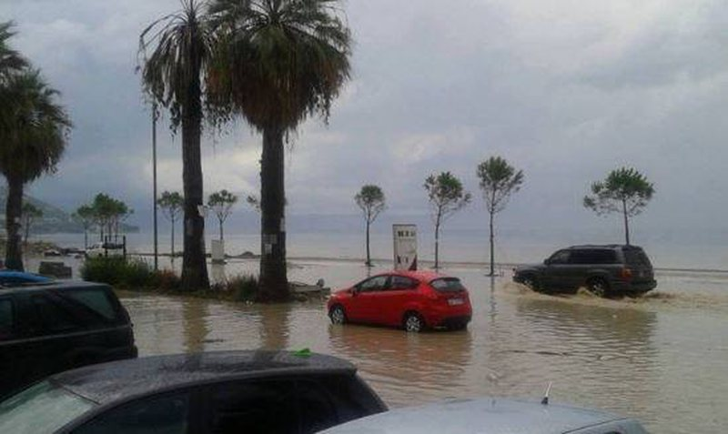 Vlora përmbytet kur bie shi (FOTO-LAJM)