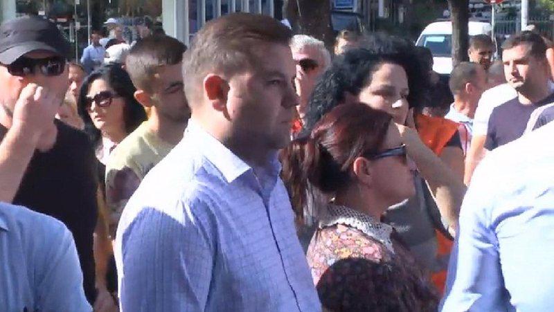 Unaza e Re protestë te Drejtoria e Policisë/ Reagon ish deputeti i LSI