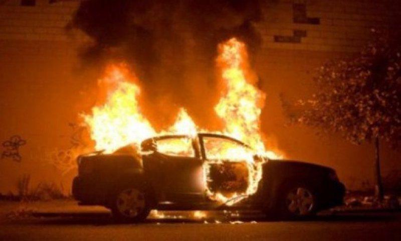 Panik në kryeqytet, makina shpërthen në flakë