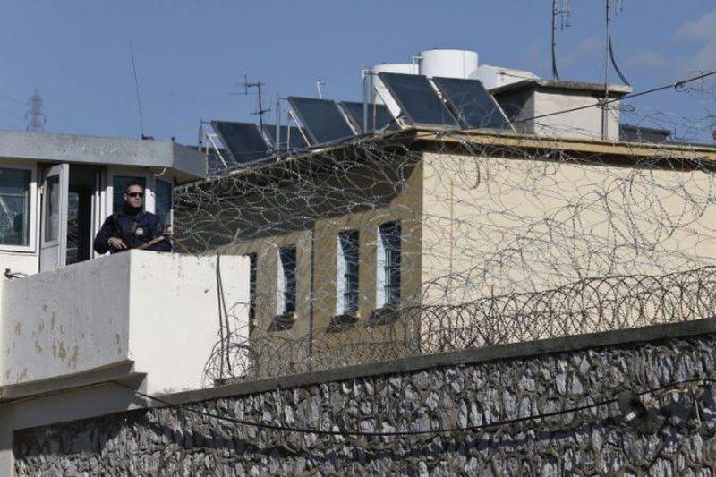 Arratisen nga burgu grek dy shqiptarë, njëri prej tyre mori leje dhe