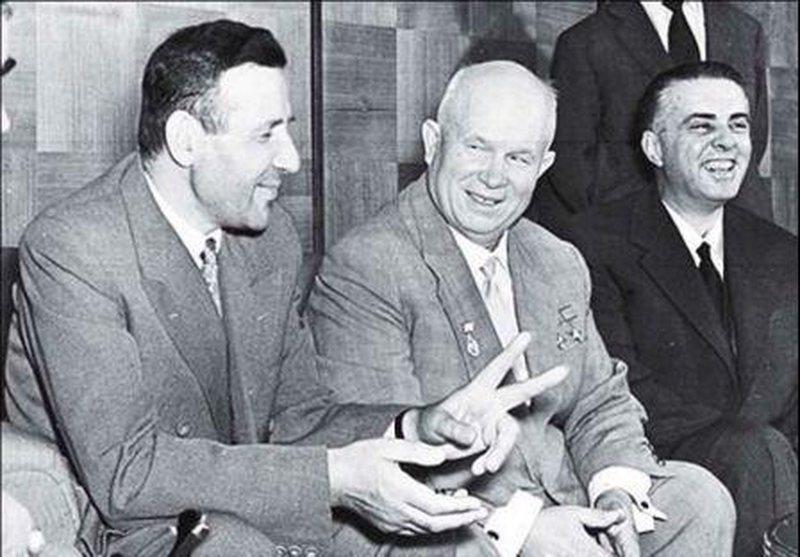 CIA zbardh fjalimin e Hrushovit: Enver Hoxha dhe Mehmet Shehu po përdorin