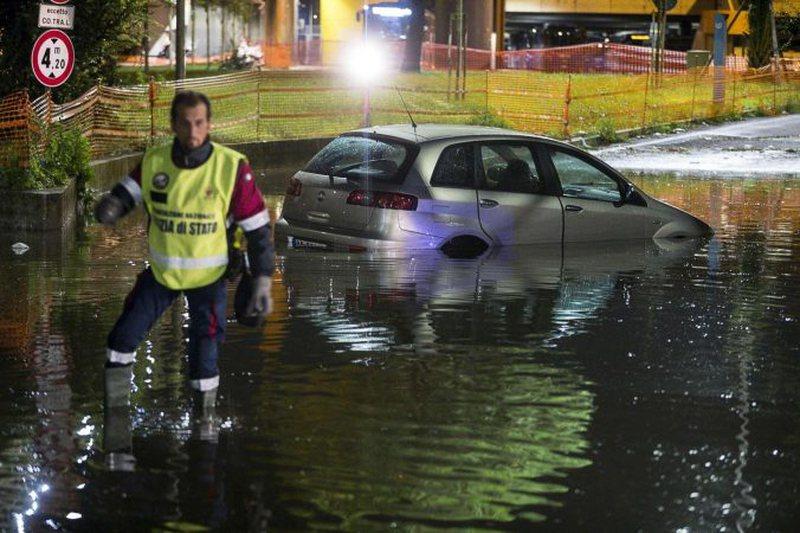 Shi e stuhi/ Moti i keq paralizon Italinë, raportohen viktima