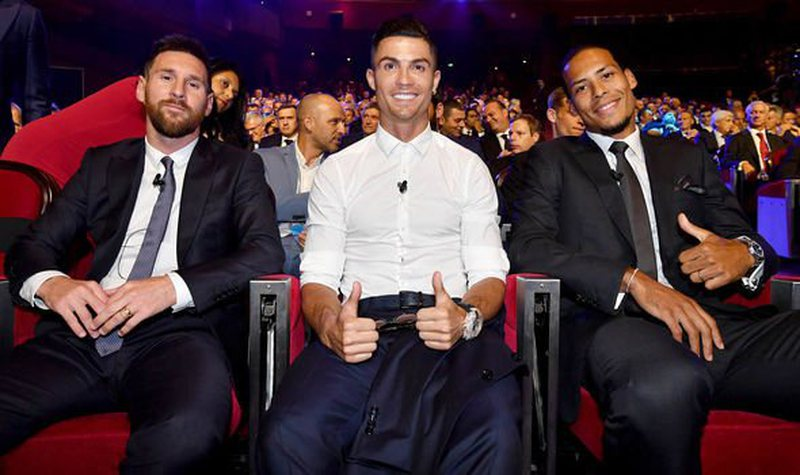 Leo Messi pret Topin e Artë për herë të gjashtë,