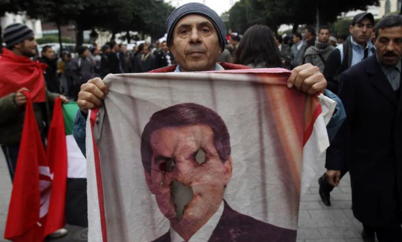 Vdes në ekzil ish-presidenti diktator