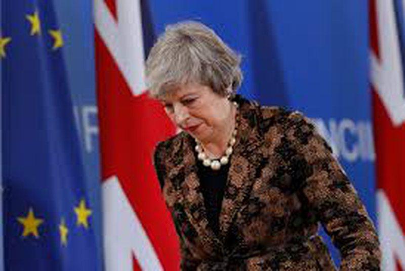 """Dështimet për Brexit, """"tronditet"""" qeveria e May-t."""