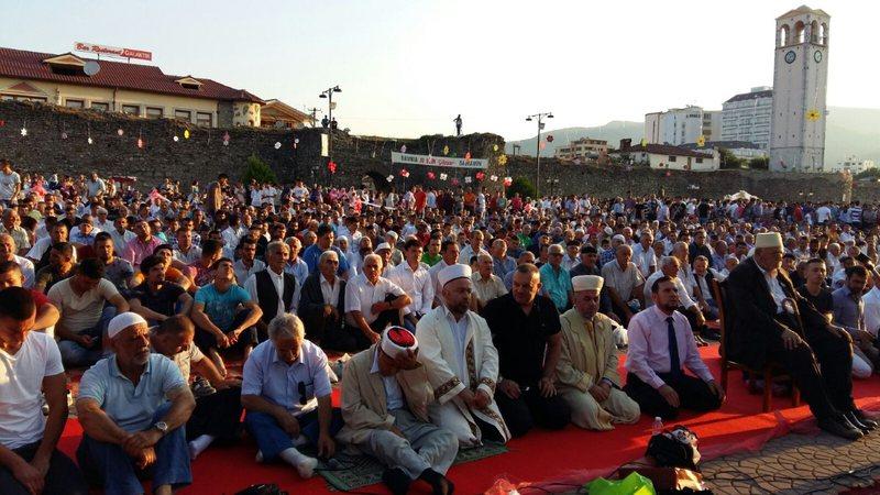 Shqipëria feston sot Fiter Bajramin, urime nga të gjitha rrethet,