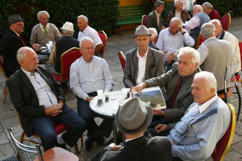 Qeveria ende në dilemë për shpërblimin e pensionistëve,