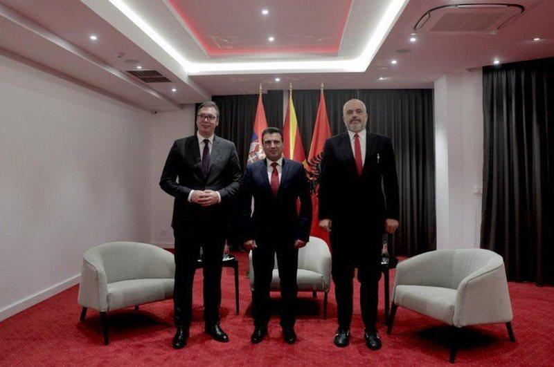 Takimi në Ohër, kryeministri Rama publikon pamjet, i buzëqeshur