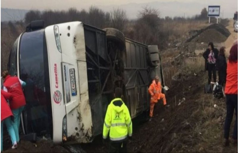 Aksident i rëndë në Serbi, përmbyset autobusi nga Maqedonia