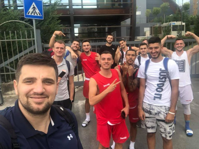"Vijon ""estrada"" tek Parku Olimpik, Kombëtarja e Basketbollit"